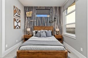 042-Bedroom
